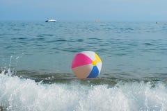 Beach ball in mare Fotografia Stock Libera da Diritti