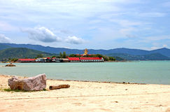 Beach and Big Buddha statue in Samui Stock Photography