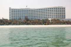 Beach and building of the luxury hotel Royalty Free Stock Images