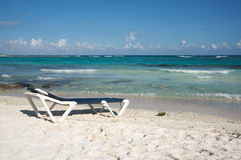 Beach chair by the ocean Royalty Free Stock Photography
