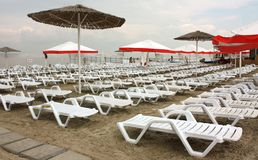 The beach with chaises longue Royalty Free Stock Photography