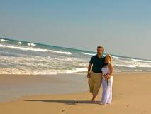beach couple στοκ φωτογραφία με δικαίωμα ελεύθερης χρήσης