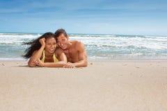 beach couple happy Στοκ εικόνες με δικαίωμα ελεύθερης χρήσης