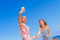 Beach couple on romantic travel honeymoon vacation summer Stock Images