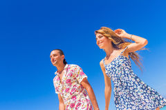 Beach couple on romantic travel honeymoon vacation summer Royalty Free Stock Images