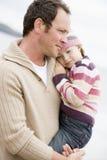 beach daughter father holding Στοκ φωτογραφία με δικαίωμα ελεύθερης χρήσης
