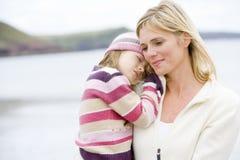 beach daughter holding mother sleeping Στοκ εικόνες με δικαίωμα ελεύθερης χρήσης