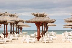 Beach with deckchairs and parasols sea Royalty Free Stock Photos