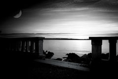 Beach in the evening, black and white Royalty Free Stock Images