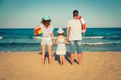 beach family fun happy having Στοκ φωτογραφίες με δικαίωμα ελεύθερης χρήσης
