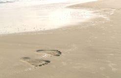 beach footprints arkivfoto