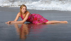 Beach girl. With reflection of the body in the water Royalty Free Stock Photos