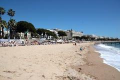 Beach goers enjoying the sunshine Royalty Free Stock Images