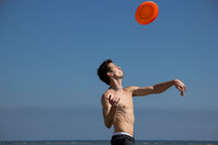 Beach guy look at flying frisbee Royalty Free Stock Photos