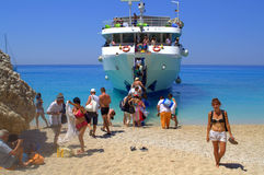 Beach holidaymakers boarding a cruise ship Stock Photos