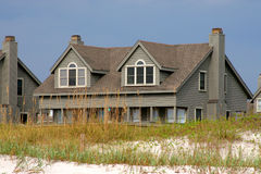 Beach house behind a sand dune Royalty Free Stock Photos