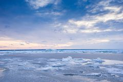 Free Beach In Wintertime. Frozen Sea, Evening Light And Icy Weather On Shore Like Fairy Tale Country. Royalty Free Stock Photos - 147366438