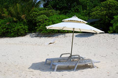 Beach of the island Ukulhas - perfect for relaxing with sunshade and sun lounger at the Maldives Stock Photos