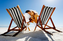 Beach kiss chair couple Royalty Free Stock Images