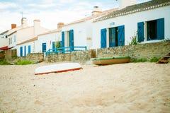 Beach_le_petit_vieil an der Sommerzeit lizenzfreies stockfoto
