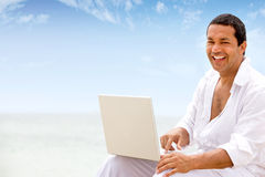 Beach man on laptop Royalty Free Stock Photos