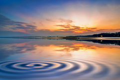 Beach mirrors the sky Royalty Free Stock Photos
