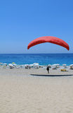 Beach paragliding pilots who practice Royalty Free Stock Photo