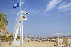 Beach Playa del Postiguet, maître nageur sur la tour, Alicante, station thermale Images libres de droits