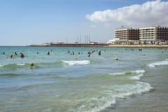 Beach Playa del Postiguet près du château Santa Barbara, Alicant Image libre de droits