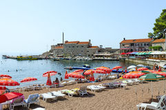Beach in resort town of Petrovac in background of old Venetian f Royalty Free Stock Images