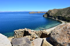 Beach and ruins of Isla del Sol island, in Titicaca Lake, Bolivia Stock Photography
