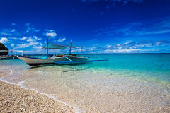 Beach, sailboat and tropical sea Stock Photography