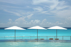 Beach scenic from infinity pool Royalty Free Stock Photos