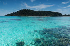 Beach on the tropical island with green water. Blue sky, koh rok of Thailand Royalty Free Stock Photos