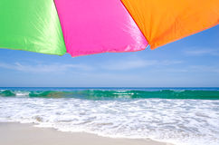 Beach umbrella by the ocean Royalty Free Stock Photography