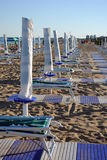 Beach umbrellas and sunbed Royalty Free Stock Images
