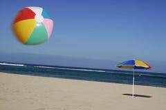 Beachball in der Luft Lizenzfreie Stockfotografie
