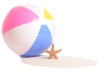 Beachball e stelle marine Fotografia Stock