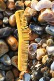 Beachcombing - contaminación del ambiente natural fotos de archivo libres de regalías
