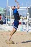Beacher συντρίβοντας volley παραλιών σφαιρών Στοκ Εικόνες