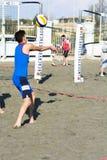 Beacher συντρίβοντας volley παραλιών σφαιρών Στοκ εικόνες με δικαίωμα ελεύθερης χρήσης