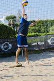 Beacher συντρίβοντας volley παραλιών σφαιρών Στοκ φωτογραφία με δικαίωμα ελεύθερης χρήσης