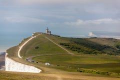 BEACHEY-HUVUD, SUSSEX/UK - MAJ 11: Belle Toute Lighthouse a Royaltyfri Fotografi