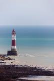 BEACHEY-HUVUD, SUSSEX/UK - MAJ 11: Fyren på Beachey Hea Royaltyfri Bild