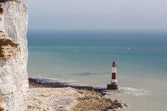 BEACHEY-HUVUD, SUSSEX/UK - MAJ 11: Fyren på Beachey Hea Royaltyfri Foto