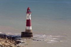 BEACHEY-HUVUD, SUSSEX/UK - MAJ 11: Fyren på Beachey Hea Arkivbild