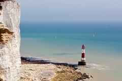 BEACHEY-HUVUD, SUSSEX/UK - MAJ 11: Fyren på Beachey Hea Arkivbilder