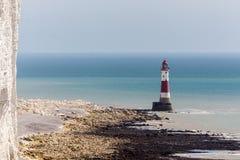BEACHEY-HUVUD, SUSSEX/UK - MAJ 11: Fyren på Beachey Hea Arkivfoto