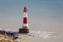 BEACHEY-HUVUD, SUSSEX/UK - MAJ 11: Fyren på Beachey Hea Arkivfoton