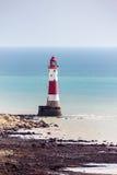 BEACHEY-HUVUD, SUSSEX/UK - MAJ 11: Fyren på Beachey Hea Royaltyfria Bilder